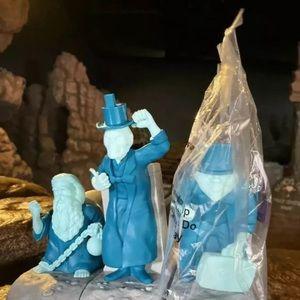 DISNEY haunted mansion hitchhiking ghost set